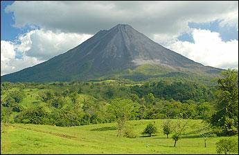 Ce petit pays d'Amérique centrale fascine par sa végétation luxuriante parsemée de volcans actifs. Ses très nombreux parcs nationaux en font le paradis du tourisme vert. Vous aurez reconnu :