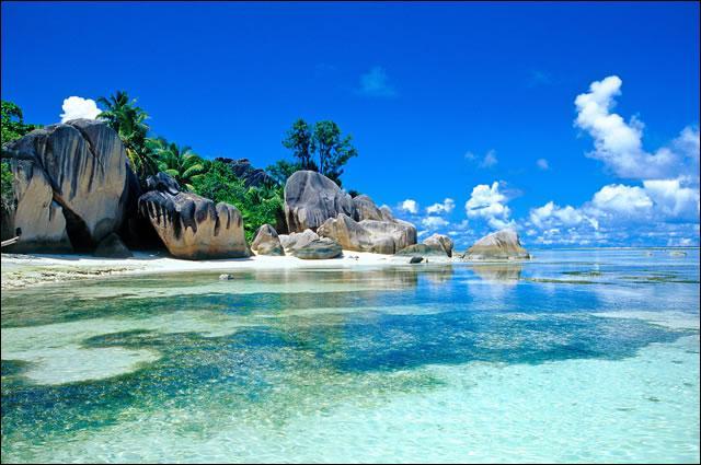 Dépêchez-vous de visiter cet archipel de l'océan Indien, menacé par l'élévation du niveau des mers et notamment ses îles paradisiaques comme La Digue ou Praslin. Envolez-vous pour :