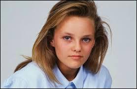 Quelle chanteuse qui aime bien les taxis a débuté sa carrière en 1987 à l'âge de 14 ans ?