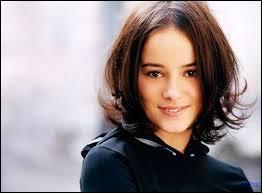 Cette chanteuse avait 15 ans en l'an 2000 et se disait être une lolita, de qui s'agit-il ?