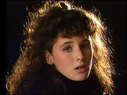 """Quelle chanteuse devient la plus jeune artiste à se classer numéro 1 au top 50 en 1986 avec la chanson """"T'en va pas"""" ?"""