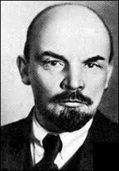 Quel est cet homme, de son vrai nom Oulianov, qui organisa la Révolution d'Octobre ?