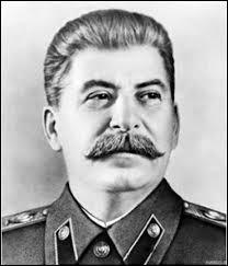 Quel fameux dictateur d'origine géorgienne fut à la tête de l'URSS entre 1924 et 1953 ?