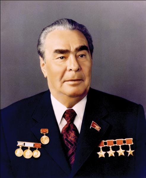 Quel dictateur gouverna l'URSS pendant la période de stagnation dans les années 1970 ?