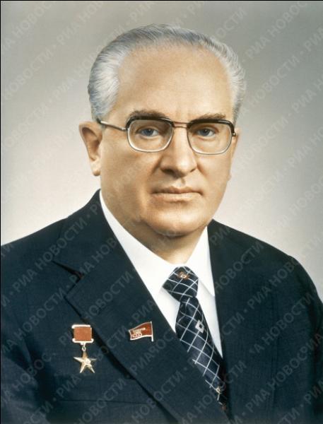 Quel dictateur, autocrate-réformateur, fut à la tête du pays entre 1982 et 1984 ?