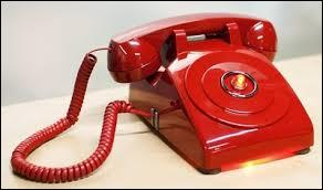 Dernière question, c'est la plus facile. De quelle couleur est ce téléphone rouge ?