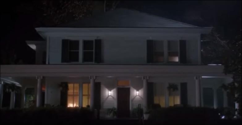 Qui brûle la maison d'Elena ?