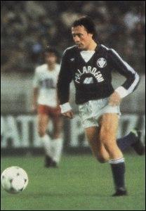 Avec quel club Bernard Lacombe a-t-il été champion de France à 3 reprises ?