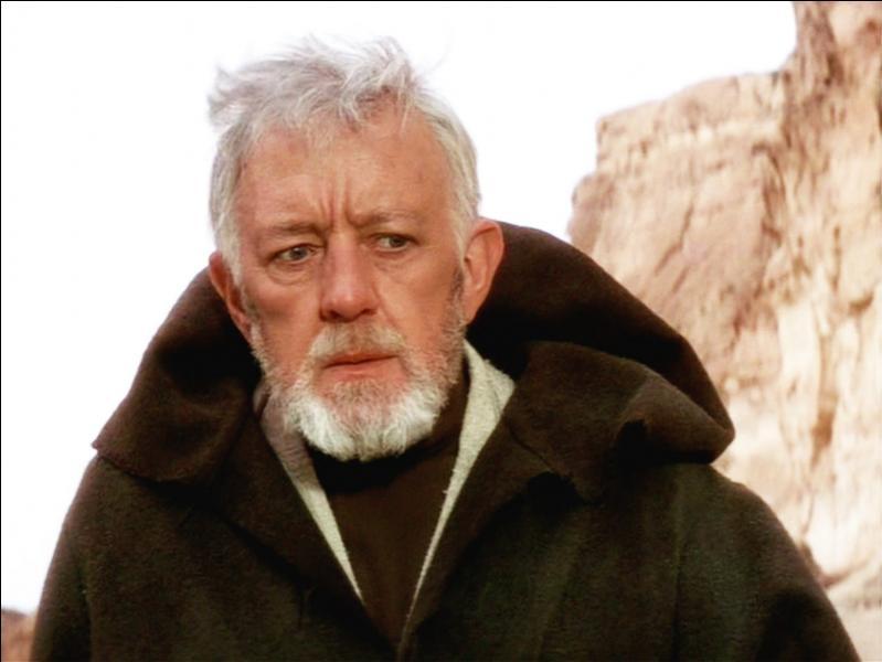 Après avoir été attaqué par les hommes des sables, qui retrouve le jeune Luke avec son droïde ?