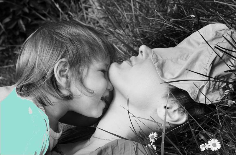 """Jolies paroles que celles-ci : Comme j'ai dit à ta maman, tu lui diras en l'embrassant, tu es belle, belle, belle, comme le jour..."""" :"""