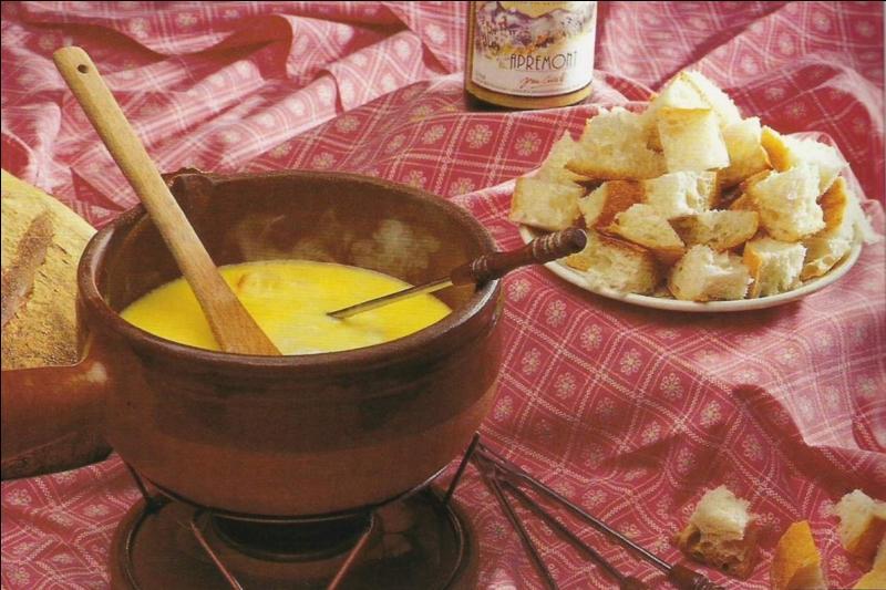 Elle est savoureuse, mais savez-vous quel alcool entre dans la composition de cette fondue ?