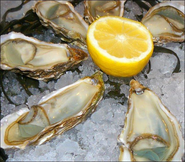 """Et pourquoi pas des huîtres ? Si je vous propose des """"fines de claire"""", ce sont...."""