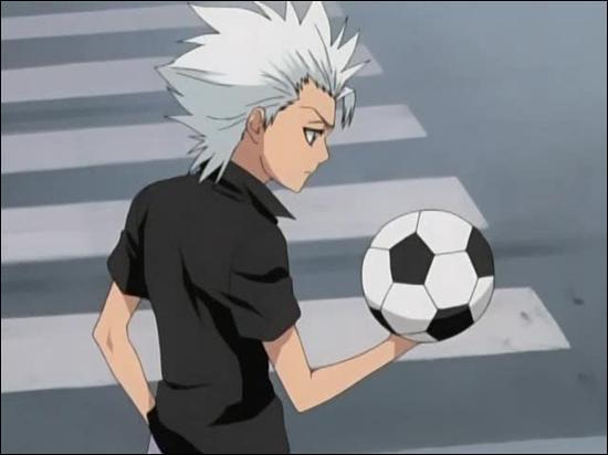 Dans l'épisode 132, à qui appartient le ballon de foot ?