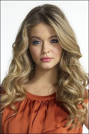 Quelle est la fille qui ressemble comme deux gouttes d'eau à Alison ?