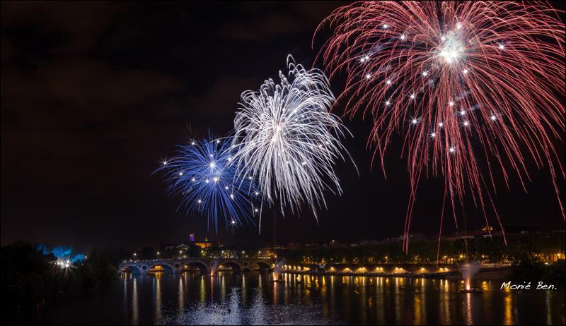Nous avons enfin organisé en ton honneur, Ferlie, un magnifique feu d'artifice, tiré à Toulouse sur les rives ....