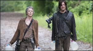 Toujours dans l'épisode 2, que voient Carol et Daryl ?
