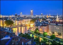 Je suis l'homonyme de cette ville du Rhône :