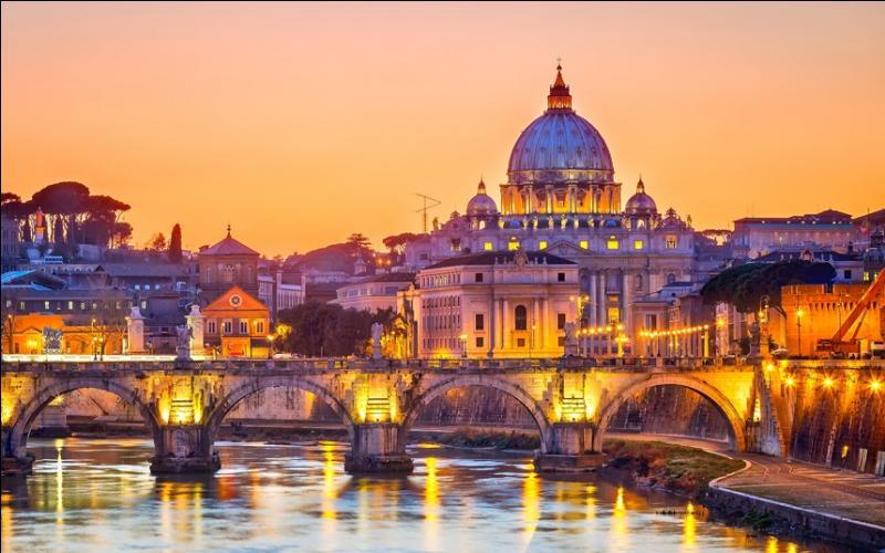 Ville d'Italie dont l' amphithéâtre est le Colisée, ma louve est au Capitole, où trouve-t-on mon homonyme ?