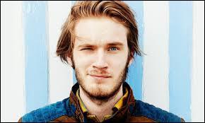 Le 29 avril 2010, une personne nommée Felix crée une chaîne YouTube nommée _________ sans se douter que 5 ans plus tard il serait suivi par 40 millions de personnes.