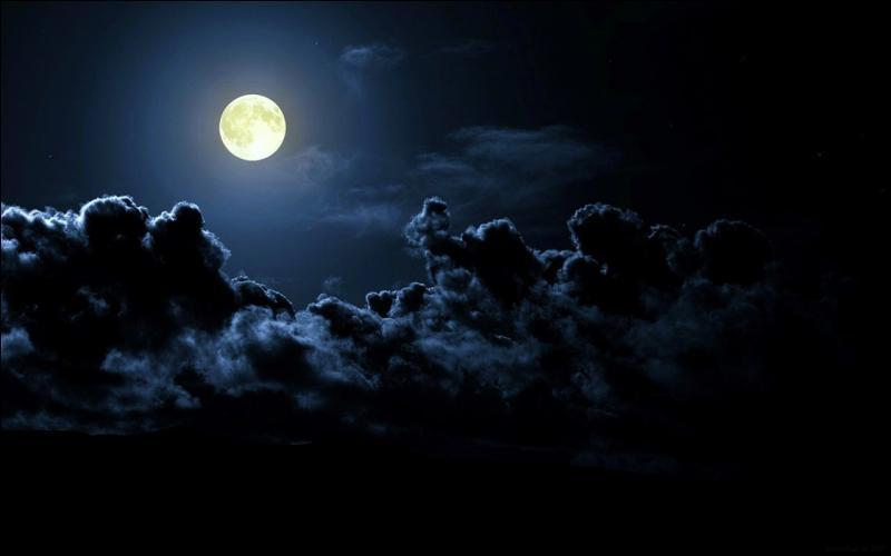 Partez, restez sur la route, ne pénétrez pas dans la lande ! Faites attention à la pleine lune !