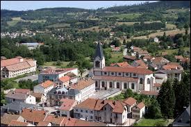 Je vous propose une visite de Plainfaing. Traversée par la Meurthe, cette commune lorraine est principalement connue pour sa confiserie (CDHV). Située au pied du Col du Bonhomme, dans le massif Vosgien, elle se trouve dans le département ...
