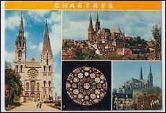 """Nous allons visiter la ville de Chartres. Ville dans la région naturelle de la Beauce, elle est principalement connue pour sa cathédrale Notre-Dame. Surnommée la """"capitale de la lumière et du parfum"""", elle se situe dans le département ..."""