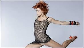 C'est la nouvelle juge, elle était danseuse dans les autres saisons.