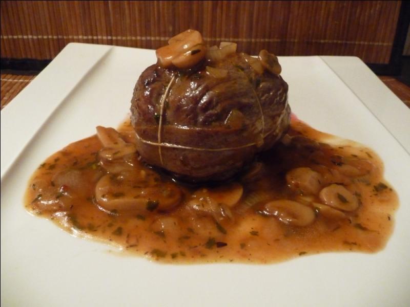 En Provence, quel nom donne-t-on à cette paupiette de boeuf ou de veau préparée en sauce à base de vin, tomates et champignons ?