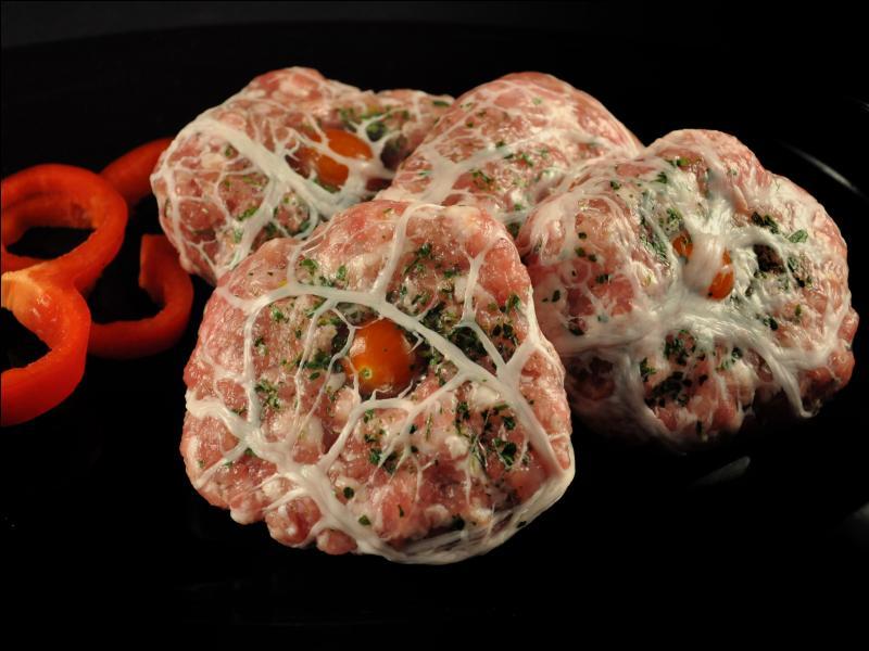 Préparation de farce faite avec de la viande hâchée roulée dans le péritoine du cochon, quel est son nom ?