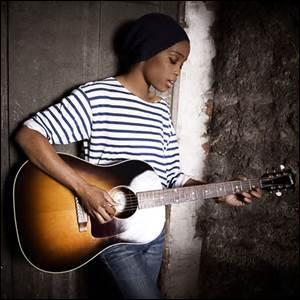 Comment s'appelle cette chanteuse peu connue ?
