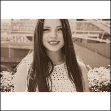 Cette jeune fille âgée de seulement 16 ans adore la mode mais fait de moins en moins de vidéos. La reconnaîtrez-vous sur la photo ?