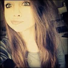 Elle a 15 et demi, elle est brune ; son pseudo se finit par makeup. Qui est-ce ?