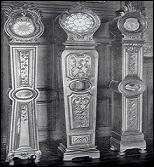 Quel nom porte ce type d'horloges de parquet, à la silhouette sculptée, que l'on trouve dans la région de Vire, Saint-Lô, Coutances ou encore Bayeux ?