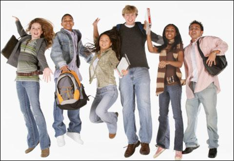 Selon une étude Ipsos en 2012, quelle activité de loisirs est la plus appréciée des moins de 20 ans ?