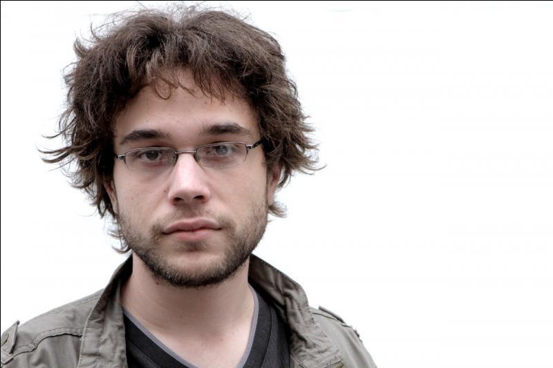 Lequel des deux compagnons d'Antoine Daniel est le plus présent dans son émission ?