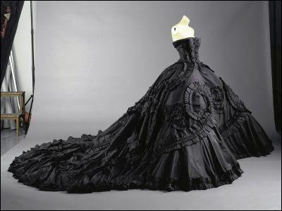 Si je suis veuve et que je voudrais me remarier, ma robe ne pourra pas être totalement blanche.