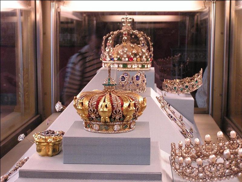 """Le diamant blanc le """"Régent"""" est l'une des pierres précieuses les plus remarquables..."""