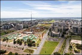 Maintenant un pays très connu car il a accueilli la Coupe du monde de foot de 2014, c'est bien entendu le Brésil ! Alors connaissez-vous sa capitale ?