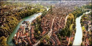 Pays du chocolat, du luxe en Europe, mais qui reste neutre.Facile, la Suisse ! Quelle est sa capitale ?
