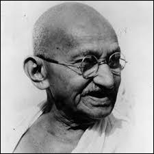 Comment s'appelle le pays pour lequel Gandhi a lutté pour obtenir son indépendance ?
