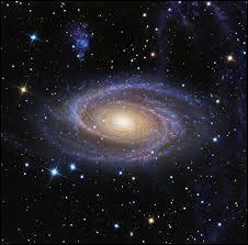 Que trouve-t-on au centre de la Voie Lactée ?