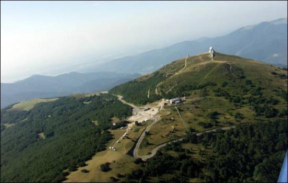 Avec ses 1 424 mètres d'altitude, le Grand Ballon est le plus haut sommet du massif vosgien. En France, on l'appelle encore Ballon de...