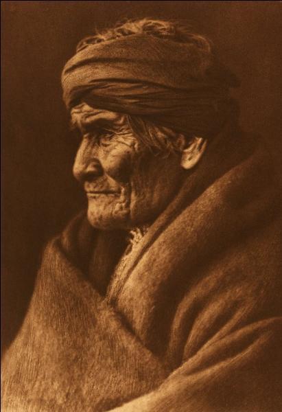 En tant que chaman et guerrier reconnu et respecté, Go Khla Yeh (nom de naissance) a eu une grande influence sur les Apaches Chiricahuas. Qui est-ce ?