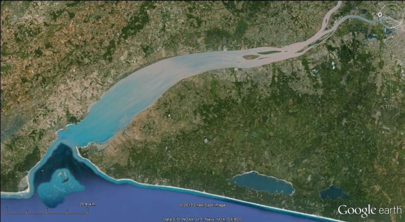 La confluence de la Garonne et de la Dordogne forme un estuaire nommé...