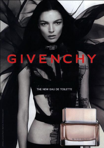 Dans un parfum de Givenchy, qu'est-ce qui est noir ?