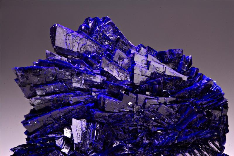 Quel est le premier pigment bleu découvert par les Egyptiens sous forme de minéral naturel ?