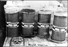 Ce gaz tristement célèbre fut employé dans les années 40, dans les camps d'extermination du régime nazi. Cela s'appelle :