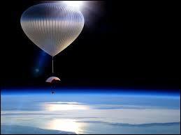 L'hélium est un gaz fréquemment utilisé dans le fonctionnement de véhicules spatiaux ou encore de ballons et autres dirigeables. Quel est son symbole chimique ?