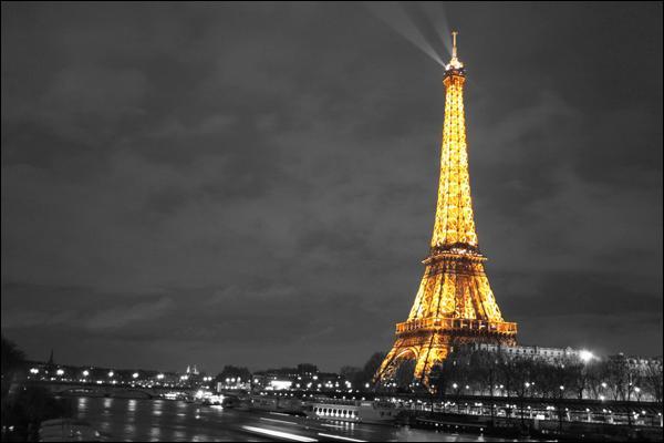"""Qui chantait """"J'habite en France car c'est en France qu'il y a Paris..."""" ?"""