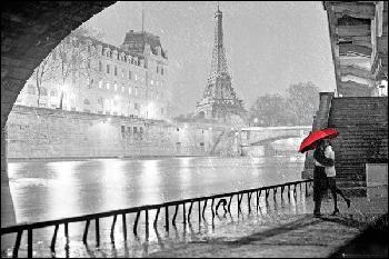 """Qui chantait """"J'arrive avec ma valise, car Paris, c'est pour moi la Terre promise"""" ?"""